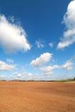 Land und Wolken. Lizenzfreie Stockbilder