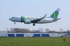 landa rotterdam transavia för 737 Arkivfoto