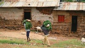 Landarbeiter im äthiopischen Dorf lizenzfreie stockbilder