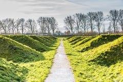 Landart och Ljud-landskap som absorberar låg-frekvens jordoväsenet av flygplan som tar av från den Schiphol flygplatsen Fotografering för Bildbyråer