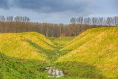 Landart och Ljud-landskap som absorberar låg-frekvens jordoväsenet av flygplan som tar av från den Schiphol flygplatsen Royaltyfri Fotografi