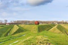 Landart och Ljud-landskap som absorberar låg-frekvens jordoväsenet av flygplan som tar av från den Schiphol flygplatsen Arkivfoton