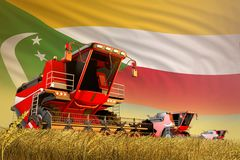 Landbouw maaidorser die aan landbouwbedrijfgebied werken met de vlagachtergrond van de Comoren, het concept van de voedselproduct royalty-vrije illustratie