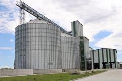 Landbouw silo's de faciliteit van de metaalkorrel met silo's Royalty-vrije Stock Foto