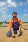 Landbouw, tarweoogst, landbouwer en geld royalty-vrije stock foto