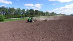 Landbouw veldwerk stock footage