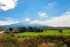 Landbouwbedrijf dichtbij berg Fuji stock foto's