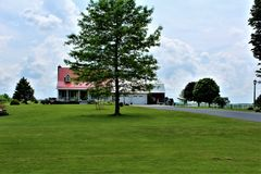 Landbouwbedrijf in Franklin County, upstate New York, Verenigde Staten wordt gevestigd die royalty-vrije stock fotografie