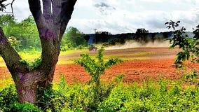 Landbouwbedrijf Traktor op het werk Stock Afbeelding