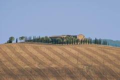 Landbouwbedrijf van Toscanië op de heuvel Royalty-vrije Stock Fotografie