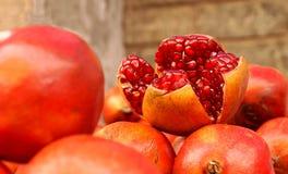 Landbouwbedrijf Verse Granaatappels voor Verkoop Royalty-vrije Stock Afbeelding