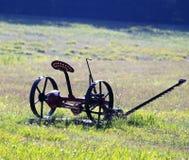 Landbouwbedrijfhulpmiddelen op het gebied Stock Foto
