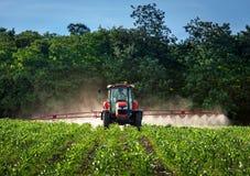 Landbouwbedrijfmachines het bespuiten bij insecticide Royalty-vrije Stock Afbeelding
