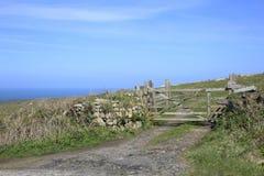 Landbouwbedrijfpoort en gebieden Cornwall Engeland Royalty-vrije Stock Foto