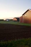 Landbouwbedrijfschuur in het platteland stock afbeelding