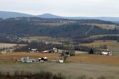 Landbouwbedrijven in de vallei royalty-vrije stock foto