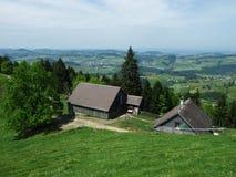 Landbouwbedrijven en weilanden van het Zurchersmuhle-dorp royalty-vrije stock afbeeldingen