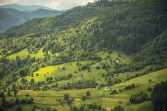 Landbouwbedrijven op de heuvels royalty-vrije stock foto's