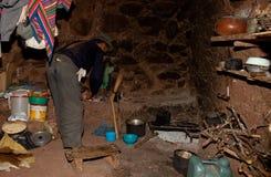 Landbouwer in een Hut, Zuid-Amerika stock fotografie