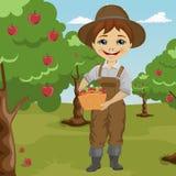 Landbouwer weinig jongen het plukken appelen mand houden die zich bevindt in boomgaard royalty-vrije illustratie