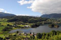 Landbouwgrond rond Hardangerfjord, Noorwegen Royalty-vrije Stock Afbeeldingen