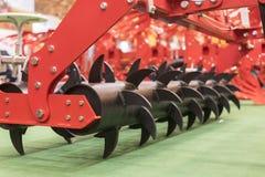 Landbouwmachines voor grondcultuur Nieuwe moderne modellen van landbouwmachines stock fotografie