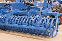 Landbouwmachines voor grondcultuur Nieuwe moderne modellen van landbouwmachines Nieuwe landbouwmachine stock afbeelding