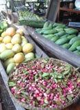 landbouwproducten in het paddelen van boten Stock Afbeelding