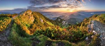 Landcape av berget på solnedgångpanorama från maximala Velky Choc, Sl royaltyfri bild