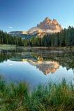 Landcape con la riflessione di punta delle alpi, Lago Antorno della montagna del lago, Fotografia Stock Libera da Diritti