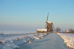 Landcape congelado con el molino de viento Imágenes de archivo libres de regalías