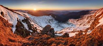Landcape de la montaña en la primavera - invierno en Eslovaquia, cacerola baja de Tatras Foto de archivo libre de regalías