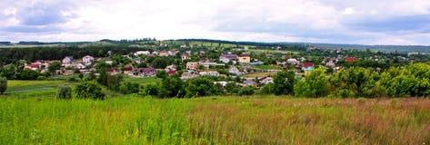 Landcape del villaggio sotto il cielo Fotografia Stock Libera da Diritti