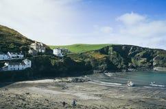 Landcape - mooie historische Haven Isaac Fishing Harbour in Noord-Cornwall, Engeland royalty-vrije stock fotografie