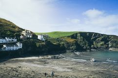 Landcape - schöner historischer Hafen Isaac Fishing Harbour in Nord-Cornwall, England Lizenzfreie Stockfotografie