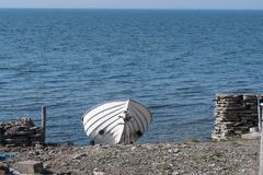 Landed white row boat Royalty Free Stock Photography