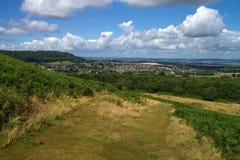 Landelijk landschap in Cotswolds Mening aan Dursley en Nok in Engeland Royalty-vrije Stock Afbeelding