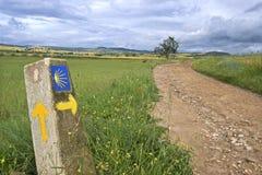 Landelijk landschap en richtingsteken Heilige James Way royalty-vrije stock foto's