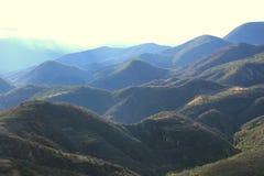 Landelijk Landschap met Heuvels royalty-vrije stock afbeeldingen