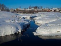 Landelijk landschap met rivier Stock Afbeelding