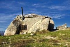 Landelijk landschap met verlaten oud huis Royalty-vrije Stock Foto's