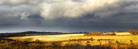 Landelijk landschap vóór de regen Stock Fotografie