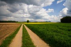 Landelijk landschap vóór het de lenteonweer Royalty-vrije Stock Afbeeldingen