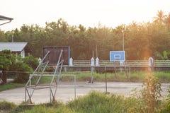 Landelijk openluchtbasketbalhof Stock Afbeelding