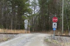 Landelijk spoor die - geen poorten kruisen stock afbeelding
