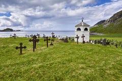 Landelijke begraafplaats in de herfst in Noorwegen, Scandinavië Stock Afbeelding