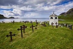 Landelijke begraafplaats in de herfst in Noorwegen, Scandinavië Stock Afbeeldingen