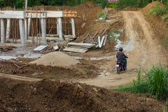 Landelijke bouw van concrete bruggen Royalty-vrije Stock Afbeeldingen