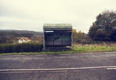 Landelijke bushalte met een uitstekende stijl Royalty-vrije Stock Afbeeldingen