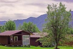 Landelijke huizen in de Vallei van de bergen royalty-vrije stock foto